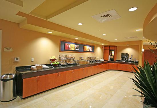 Fairfield Inn & Suites Charlotte Matthews: Breakfast Buffet