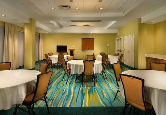Woodbridge, VA: Potomac Meeting Room – Round Style
