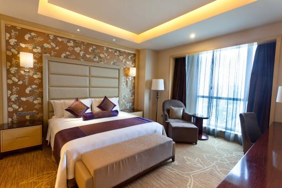 Xiangyang, China: Crowne Plaza Deluxe Suite