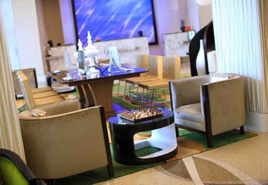 Renaissance Arlington Capital View Hotel: Lobby Seating Area