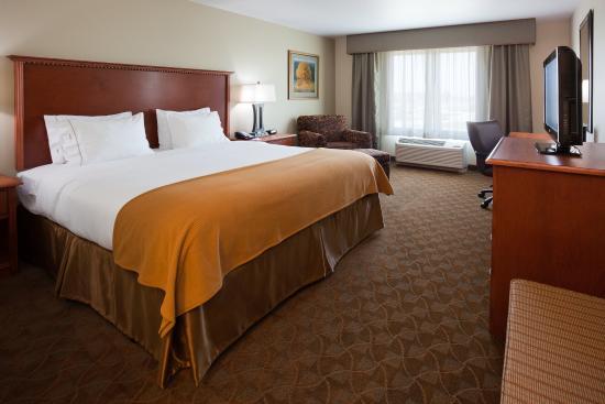 Mason City, Айова: King Bed Guest Room