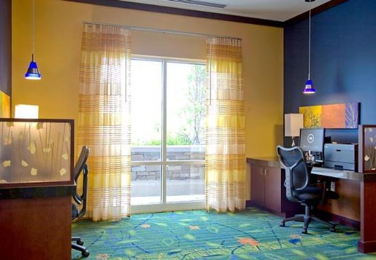 Fairfield Inn & Suites Columbus: Business Center