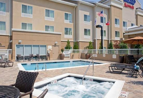 Fairfield Inn & Suites Columbus: Outdoor Pool