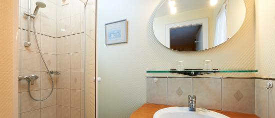 Hotel de l'Ill : la salle de bain d'une chambre standard