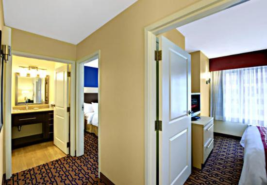 North Kingstown, RI: Two-Bedroom Suite