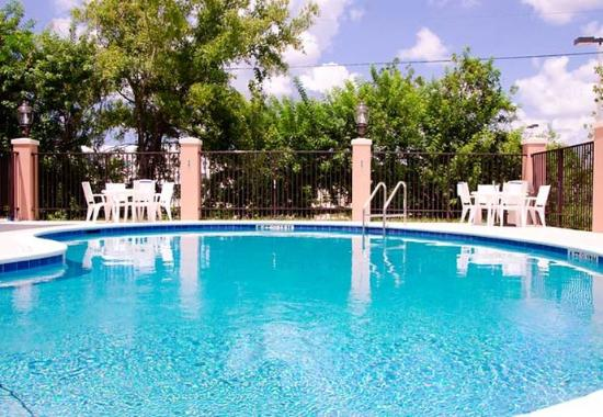 Holiday, FL: Outdoor Pool