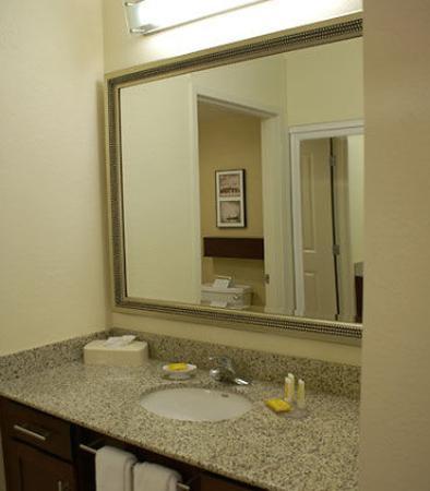Monroeville, PA: Suite Bathroom