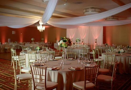 Santa Ana, Kaliforniya: El Dorado Ballroom – Banquet Setup