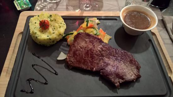 Restaurant ''The Hub''- Ramada Encore Genève