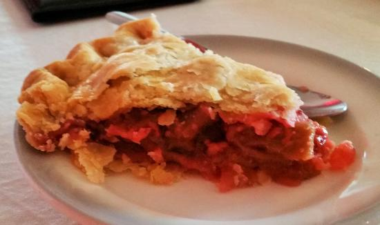 Ballston Spa, NY: Strawberry rhubarb pie from Smith's Orchard.