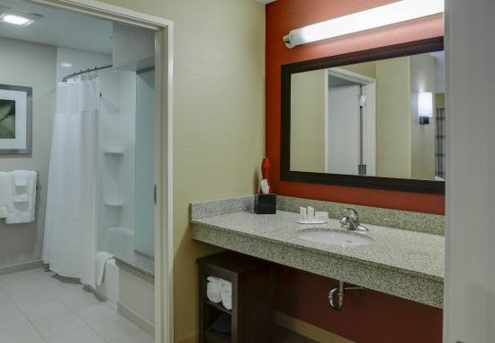 Noblesville, IN: King Suite Bathroom