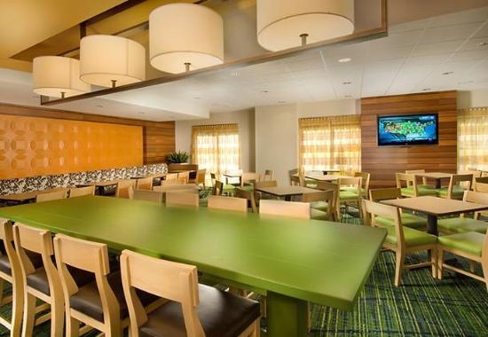 Fairfield Inn & Suites Baltimore BWI Airport: Breakfast Dining Area