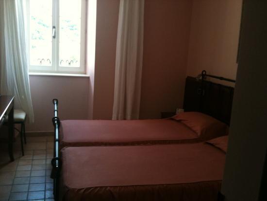 Prcanj, Montenegro: Standard twin room