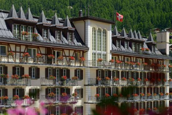 Hotel Mont Cervin Palace: Mont Cervin Palace in summer