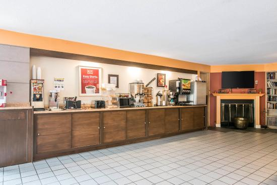Econo Lodge Near Plymouth State University: Breakfast Area