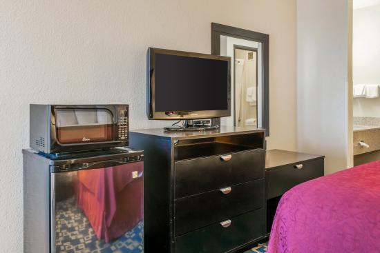 Effingham, IL: King Suite
