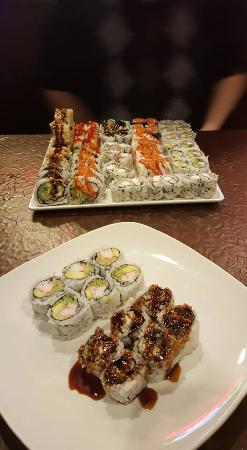 Saint Charles, Миссури: California roll & eel roll plus a ton of other stuff!