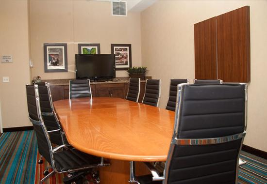 Fairfield Inn & Suites Downtown / Historic Main Street: LaCourt Boardroom