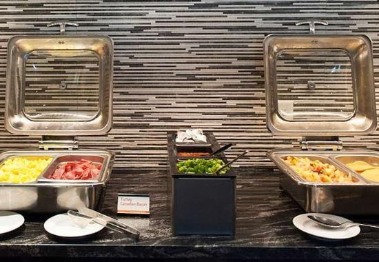 Chelsea, แมสซาชูเซตส์: Breakfast Buffet