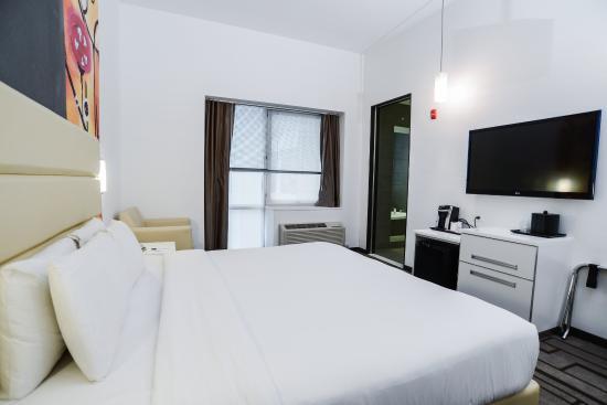 Hotel de Point: King Standard Room