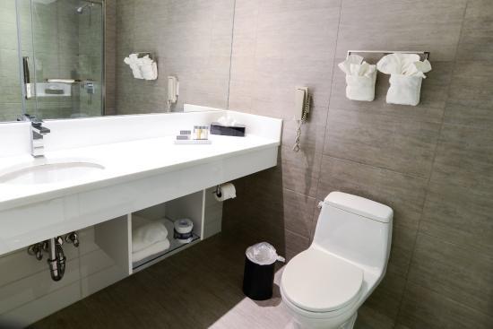 Hotel de Point: Two Double Standard Bathroom