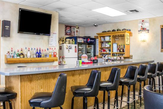 Mauston, WI: Bar