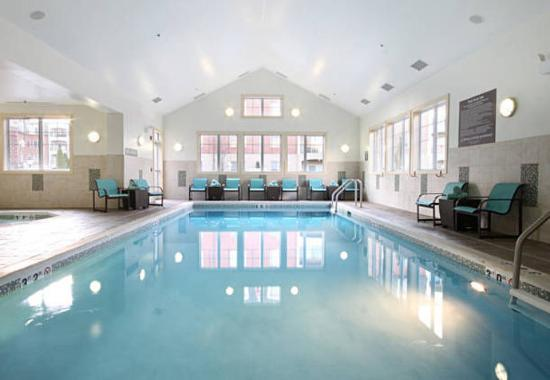 Woodbridge, Нью-Джерси: Indoor Pool