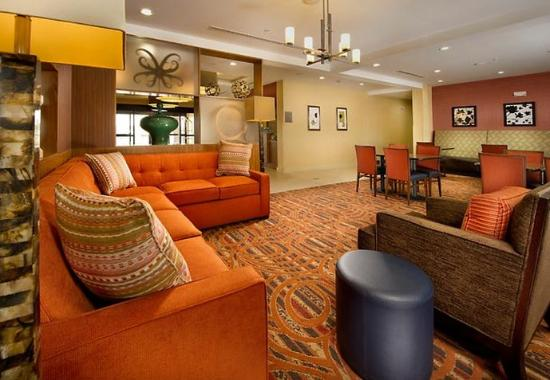TownePlace Suites Eagle Pass: Lobby Lounge