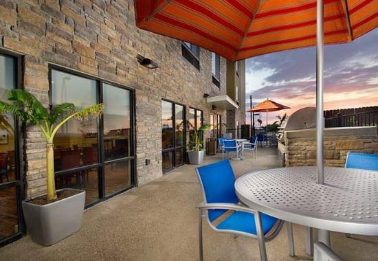 TownePlace Suites Eagle Pass: Outdoor Patio