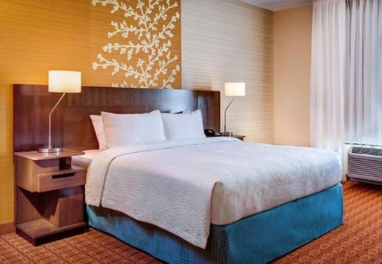 Hutchinson, KS: King Guest Room