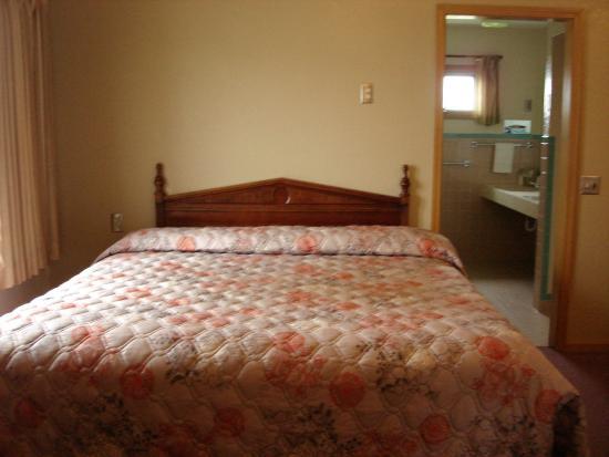 Nevada, MO: Standard king room