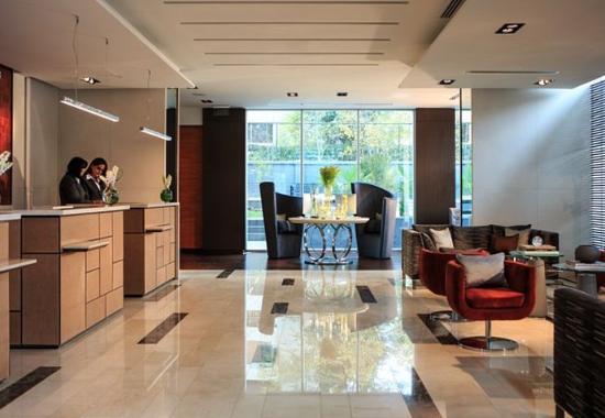 Renaissance Santiago Hotel: Front Desk