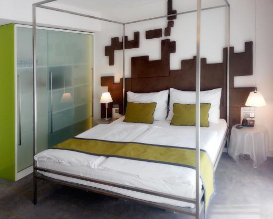 Pure White: Quadraple room