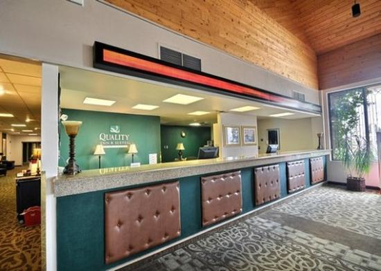 Escanaba, MI: front desk