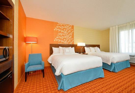 Horseheads, نيويورك: Queen/Queen Suite Bedroom & Mini-Bar