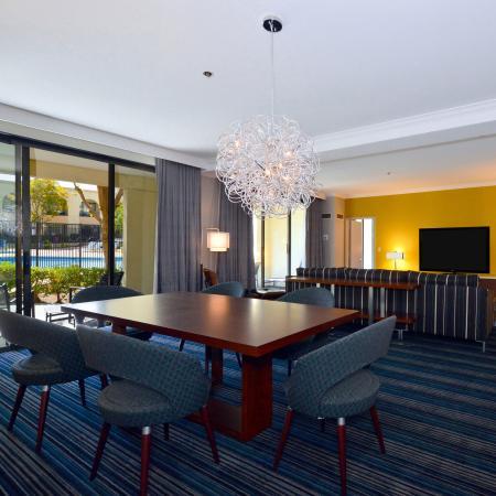 Newark, Kalifornien: Pool Suite Living Parlor
