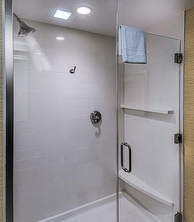 DuBois, Pensilvania: King Suite Bathroom - Shower