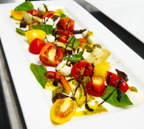 Dauis, Φιλιππίνες: Caprese with real Buffalo mozzarella