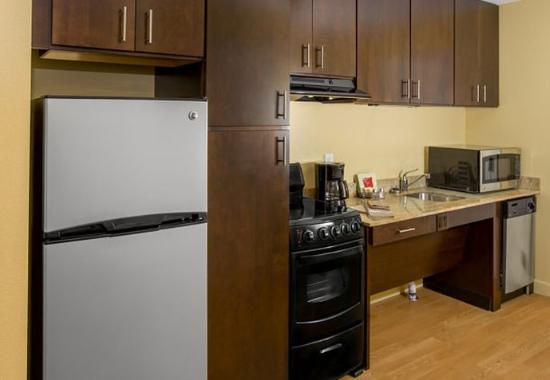 Cheektowaga, نيويورك: Accessible Suite Kitchen