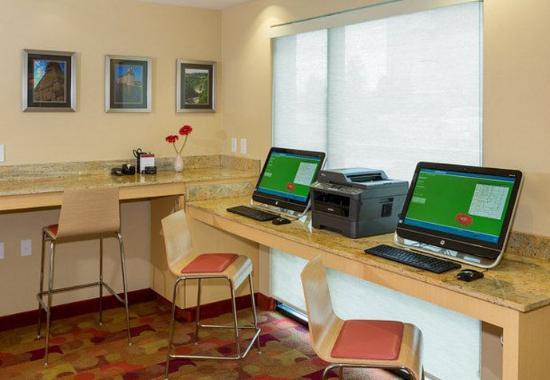 Cheektowaga, نيويورك: Business Center
