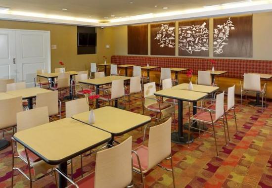 Cheektowaga, État de New York : Breakfast Dining Area