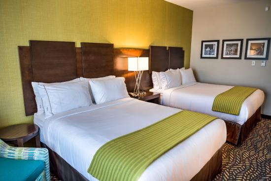 Spruce Grove, Kanada: Relax in our spacious rooms with Two Queen Beds