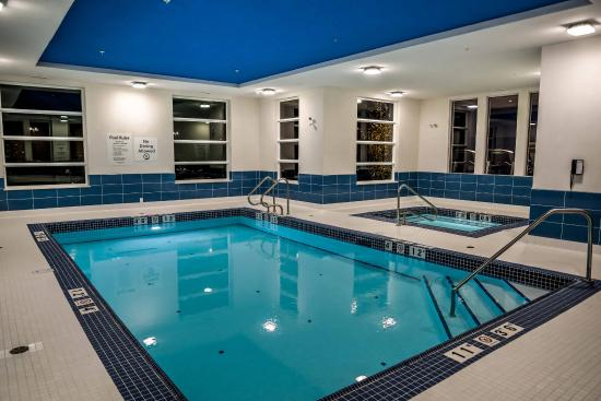 Spruce Grove, Kanada: Take a swim in our heated indoor pool then unwind in our hot tub!