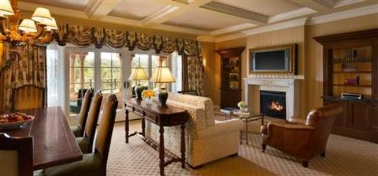 Fairmont Grand Del Mar: Palazzo Suite had full amenities including a kitchen and dining room