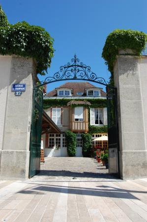 Parva Domus  - Famille Rimaire: facade de la maison de l'avenue de champagne