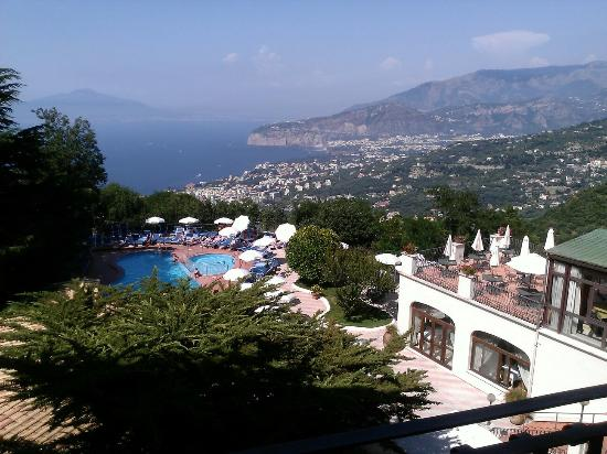 Grand Hotel Hermitage & Villa Romita: View over bay of naples from hotel room