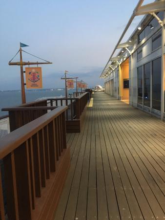Kisarazu, Japón: andando sobre la cubierta.