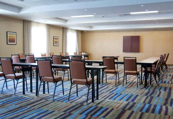 Urbandale, IA: Meeting Room - U-Shape Setup