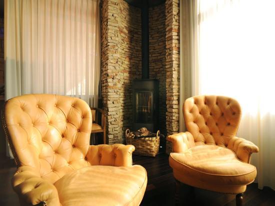 Domo: Living room