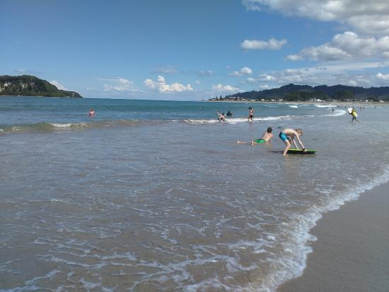 Whangamata, Новая Зеландия: playing in the water